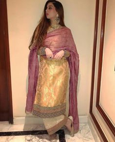 Ideas For Wedding Guest Pants Outfit Patterns Pakistani Dress Design, Pakistani Outfits, Indian Outfits, Dress Indian Style, Indian Dresses, Indian Attire, Indian Wear, Trendy Suits, Indian Designer Suits