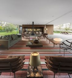 Built by Studio MK27 - Marcio Kogan,Eduardo Glycerio in Porto Feliz, Brazil with date 2012. Images by FG+SG - Fernando Guerra. With the façade radically horizontal, the Lee House is organized in a single volume ground-floor site. All of the roo...