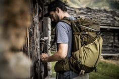 The Coulee 40 from Mystery Ranch characteristic is the 3-ZIP design. This design allows for fast, easy access to the backpack's main compartment.