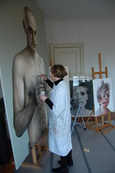 Contemporary artist Annemarie Busschers (b. 1970) painting a portrait in her art studio #workspace #atelier.