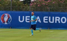 """Daniele De Rossi of Italy in action during the training session at """"Bernard Gasset"""" Training Center on June 10, 2016 in Montpellier, France."""
