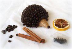 Kávový ježko Dried Lemon, Styrofoam Ball, Kiddie Pool, Bottle Crafts, Master Class, Deodorant, Decoupage, Ale, Coffee
