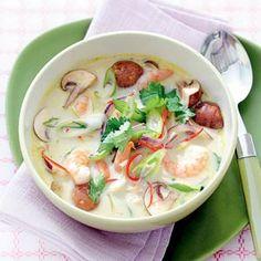 Thaise kokos-garnalensoep - Allerhande in plaats van vissaus blikje ansjovis. En nog extra toegevoegd: 1/2 Japans groentepakket met paksoi, 1/2 prei, blikje sardientjes, rivierkreeftjes, gebakken kip, blikje tonijn,  sereh (zachte deel van stengel citroengras), bouillon 1/2 kip en 1/2 visbouilonblokje