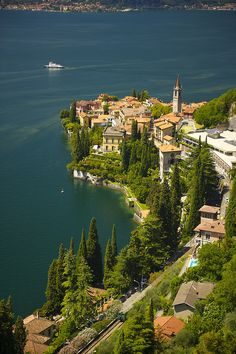 breathtakingdestinations: Varenna - Italy (von apshel) - Travel This World