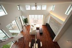吹抜け+ハイサイドライト Conference Room, Stairs, Living Room, Architecture, Table, Furniture, Home Decor, Safety, Engineering