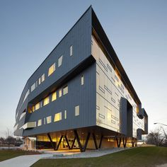 Perimeter Institute of Theoretical Physics   Waterloo, Onterio, Canada   Saucier + Perrotte & Teeple Architects   photo by Tom Arban