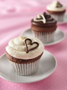 Piped heart cupcakes: beautiful and simple.