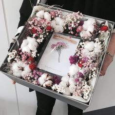 Dried flower box Order info : WA : 08980727771 Line : (pakai ----------------------- . Flower Box Gift, Flower Boxes, How To Wrap Flowers, How To Preserve Flowers, Dried Flowers, Paper Flowers, Bouquet Box, Gift Wraping, Flower Packaging