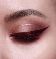 50 Holiday Eye Makeup Designs To Make You Holiday Special - Page 7 of 50 - Chic Hostess Eye Makeup Designs, Eye Makeup Tips, Makeup Trends, Eyeshadow Makeup, Makeup Ideas, Blue Eyeshadow, Makeup Inspo, Nabla Cosmetics, Melt Cosmetics