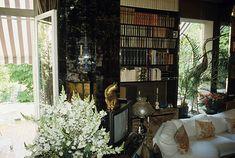 The House Of Dalida In Montmartre Paris 10 mai 1987 A Montmartre dans la maison de la chanteuse DALIDA une semaine après son décès le salon et la...