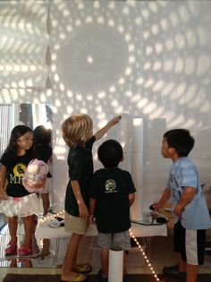 The science and aesthetic of the Light atelier - Understanding light as a language ≈≈ http://www.pinterest.com/kinderooacademy/light-shadow-reflection-play/