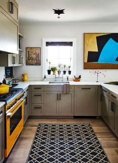 Sheila Bridges - ELLE Decor Wood Pendant Light, Wood Chandelier, Dining Area, Kitchen Dining, Kitchen Cabinets, Funky Kitchen, Kitchen Decor, Dining Room, Stair Gallery
