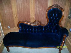 LARGE BLUE CRUSHED VELVET REPLICA ANTIQUE VICTORIAN FAINTING COUCH | eBay