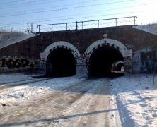 Szkoda, że taka przestrzeń się marnuje. Gdybyście mieli taką możliwość, jak zagospodarowalibyście stare tunele na Hetmańskiej? Czekamy z niecierpliwością na Wasze pomysły :) http://mlodywschod.pl/przestrzen-miasta/dawniej-tetnily-zyciem-dzis-raczej-pozostaja-zapomniane/