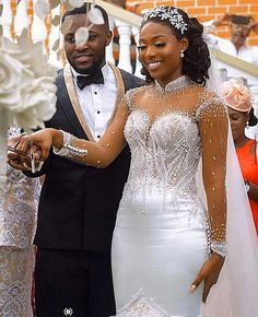 The media went agog during the weekend over the most luxurious wedding in recent times, which displayed indigenous Ghanaian fashion, style and culture. Mermaid Wedding Dress With Sleeves, Wedding Dress Bustle, Fancy Wedding Dresses, Bridal Dresses, Wedding Gowns, Bridesmaid Dresses, African Wedding Attire, African Weddings, Ghana Wedding