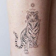 tijger tattoo Mini Tattoos, Body Art Tattoos, Tattoo Drawings, Tribal Tattoos, Small Tattoos, Leopard Tattoos, Tiger Tattoo Small, Pretty Tattoos, Beautiful Tattoos