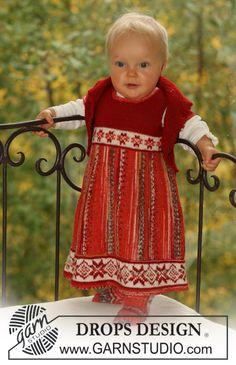 """Stickad Nordisk DROPS set i """"Fabel"""" och """"Alpaca"""". Settet består av: klänning, bolero och sockor ~ DROPS Design"""