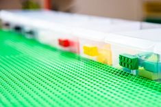 This is the ultimate IKEA Lego table hack! Turn a boring IKEA Trofast drawer unit into a giant Lego brick, with baseplate building surface on top, bins for organizing by color, and casters to wheel it around the playroom. Get the VIDEO and full tutorial at #thehandymansdaughter! #lego #legotable #ikealegotable #ikeahack Ikea Kids Desk, Lego Table Ikea, Lego Table With Storage, Lego Storage, Storage Ideas, Lego Minifigure Display, Lego Display, Cool Teen Bedrooms, Boy Bedrooms