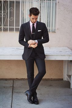 Fitted suit with pink shirt