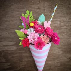 Sundae flower bouquet on wooden background