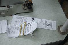 Etiquetas da Brooksfield Donna na oficina onde os trabalhadores foram encontrados. Foto: MTPS