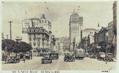 Avenida São João em postal circulado em 1937, mas que pela ausência dos postes da Light e o Martinelli pronto, creio que a imagem seja mesmo de 1929/1930 (os postes vieram em 1931). A foto foi batida em direção a praça Antonio Prado. Postal de Gustavo Prugner.