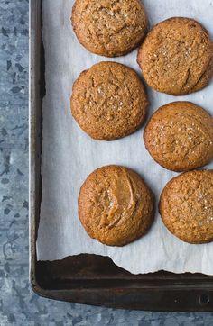Incredible Flourless Almond Butter Cookies --- gluten free almond butter cookies, made with just five ingredients