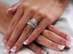 Qual a diferença entre anel de noivado e aliança?
