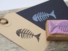 Fish bone handgeschnitzter Stempel • Fisch(gräte)