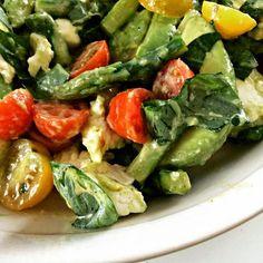 Ruokapankki: Ny rillataan ja herkullinen avokadosalaatti! #salad #asparagus #herbs