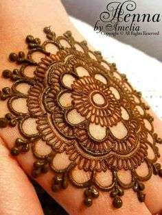 Must check out the simple gol tikka mehndi designs for hands. Choose your favorite gol tikka mehndi either for front hands or back hands. Indian Henna Designs, Floral Henna Designs, Henna Tattoo Designs Simple, Finger Henna Designs, Latest Bridal Mehndi Designs, Full Hand Mehndi Designs, Henna Art Designs, Mehndi Design Pictures, Mehndi Designs For Beginners