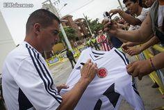 La Selección Colombia de Fútbol cumplió con la primera práctica en el campo de entrenamientos de la Universidad Autónoma del Caribe, en la vía entre Barranquilla y Puerto Colombia, con quienes no actuaron de titulares en Argentina. 17 jugadores participaron de este entrenamiento.