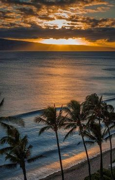 Romantic Maui Sunset - Stunning Maui Sunset #beach #tropical #island #luxury #vacation