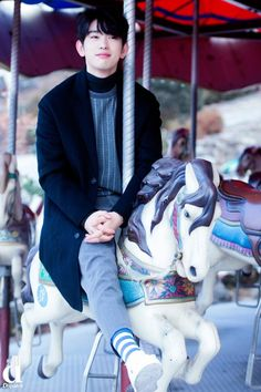 I love these carousel photos about Jinyoungie <3