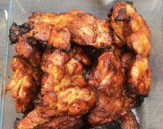 Op de fijne sitewww.indonesisch-culinair.nl vond ik een kipsaté-recept met limoen(saté ajam ubud). Ik houd wel van citrus, zeker als het warm weer is of, liever gezegd, überhot zoals nu. Het rijgen van sateetjes vind ik rotwerk. Daarom heb ik het achterwege gelaten. En natuurlijk nam ik kippendijfilet en geen kipfilet. 1 kgkippendijfilet 7 el ketjap… Indian Food Recipes, Asian Recipes, Ethnic Recipes, Low Carb Soup Recipes, Cooking Recipes, Baked Chicken Legs, Good Food, Yummy Food, Bbq Meat