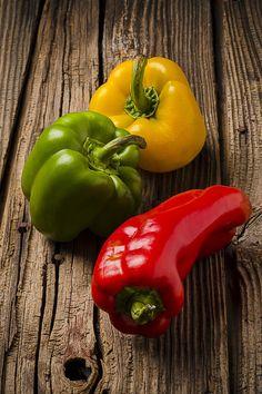 red, green & yellow peppers / pimentões vermelhos, verdes & amarelos