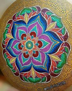 No photo description available. Dot Art Painting, Mandala Painting, Stone Painting, Painted Gourds, Painted Rocks, Mandela Art, Magic Crafts, Dot Tattoos, Butterfly Mandala