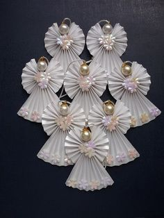 How to make a paper angel for the christmas ornament more articles Origami Angel ornaments By rheajm (No other information. Origami Angel made with 3 one dollar bills. Each wing is a origami angels…cute ornaments or gift tag, decoration. Divine And Beau Christmas Angels, All Things Christmas, Christmas Holidays, Christmas Projects, Holiday Crafts, Xmas Ornaments, Christmas Decorations, Ornaments Image, Paper Decorations