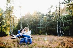 lovely couple shoot, photo: Karti Fotografie Read More: http://www.hochzeitsguide.com/de/real-weddings/engagement-paarshoooting/theresa-und-johnanes-herbstliches-liebesshooting-im-wald-von-karti-fotografie#english