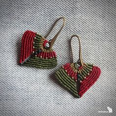 Micro macrame earrings made with Linhasita 0,5 mm threads - burgundy and olive green colors. Glass seed beads You can order another combination of colors. The available thread colors are shown in the picture.