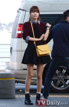 http://okpopgirls.rebzombie.com/wp-content/uploads/2013/03/SNSD-Sooyoung-airport-fashion-March-8-01.jpg