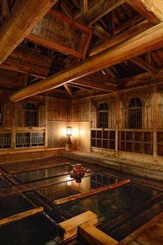 Hoshionsen Chojukan Japanese Onsen Ryokan I like the windows.Japan does this a lot, low windows, for those sitting on the floor to see out. Gunma, Kyoto, Japanese Hot Springs, Japanese Bath, Spa Hotel, Relaxing Places, Saunas, Japanese Architecture, Japanese Design