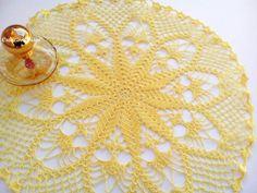 Centrino a uncinetto giallo limone grande di Handmadesfiopi