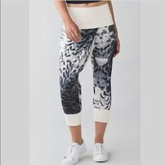 Lululemon yoga pants sz 8 Lululemon dance to yoga pants. They're so soft and comfortable. I am willing to trade these for another pair but I'm selling them if I can't find a pair. lululemon athletica Pants Track Pants & Joggers