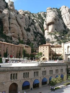 Spanish Food and Drink Tours in Barcelona: Montserrat, Wine and Cheese