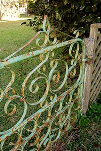 I would love to have this as the gate for a small backyard garden. I would paint it a lilac color. - Garden and Home Garden Gates And Fencing, Garden Doors, Fence Gate, Patio Doors, Small Backyard Gardens, Backyard Garden Design, Diy Garden Decor, Modern Backyard, Terrace Garden