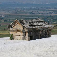 Nach 2.000 Jahren vom Kalk eingeschlossen.  #Fotodestages Ein römisches Steingrab in #Pamukkale #Hierapolis in der #Türkei  #Türkei2016 #TürkeiUrlaub #TürkeiReiseblog #instatürkei #TürkischeRiviera #Anatolien #Türke #Türken #türkeifeeling #turkeyhome #Tuerkei #Reise #reisefotos #Reisen #reisefotografie #sehenswürdigkeit #sehenswürdigkeiten #sehenswert #Reiselust #Fernweh @turkey_home #germanblogger_de #Reiseblog #Reiseblogger  #Folgemir im http://ift.tt/1Q9bvfY