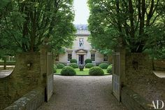 Stunning Designer Anouska Hempel's Historic Manor in the English Countryside The main entrance gate to Cole Park opens to a view of its…