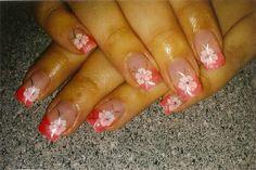 Frenchnails koralle mit dezentem Blumenstamping