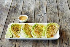 Grillattu kaali on helppo ja herkullinen lisäke grilliruoalle. Grillatut kaalilohkot maistuvat myös sellaisenaan erilaisten kastikkeiden kanssa. Noin 0,25/annos.* Cabbage, Good Food, Keto, Salad, Vegetables, Health, Fun, Recipes, Health Care